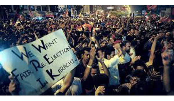 2)-Tehrik-i-Insaf-protest-rigging-in-Karachi-(Credit-Dawn
