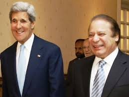 Kerry meets Sharif (Credit: tribune.com.pk)