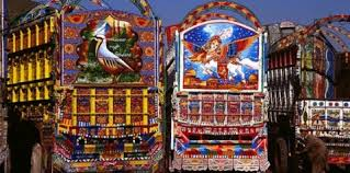 Art on NATO trucks (Credit: Pakistan.com.pk)