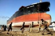 Ship breaking in Pakistan (Credit: customstoday.com.pk)