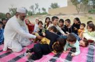 Gulzar Khan & children (Credit: hindustantimes.com)