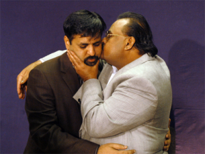 Altaf embraces Mustafa (Credit: changingpakistan.com)